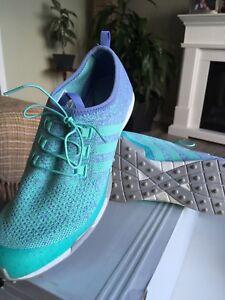 Souliers de golf Adidas pour femme flambants neufs