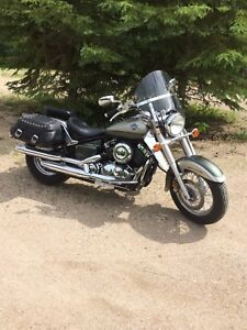 Yamaha vstar 650 with low km.  Price reduced