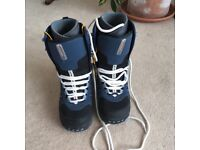 Women's size 6 Vans snowboarding boots - only used once