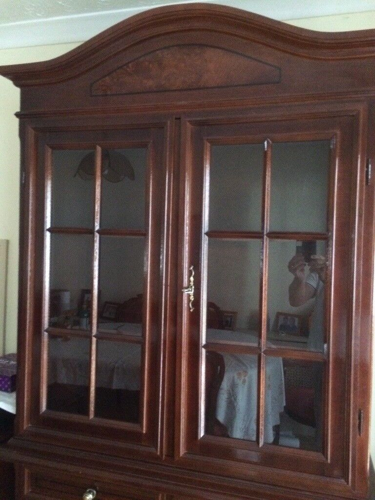 Italian Dining Room Table 6 Chairs Glass Display Cabinet 2 X Door