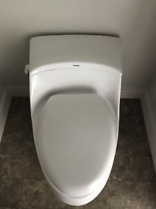 Toilet and handle sets