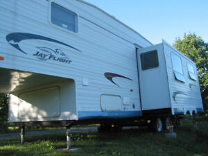 2005 JACO 5th WHEEL ALMOST NEW CONDITION