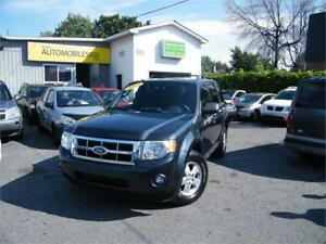 2009 Ford Escape XLT 4X4 . 4 CYLINDRES.