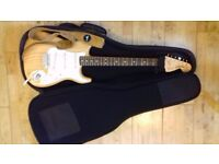 Fender Classic Series '70s Stratocaster + Leather Strap + Gig Bag // Excellent Condition