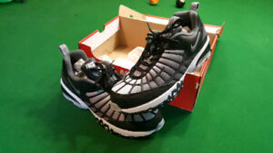 air max 120 new in the box size 12 black and white