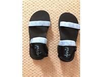 Brand new ladies Animal sandals