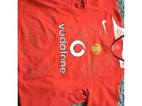 Signed 2004 Manchester United Shirt