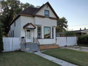 Family Home with Charm and Space-Portage la Prairie