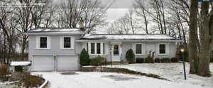 SPRAWLING CUSTOM BUILT BUNGALOW Cambridge for rent