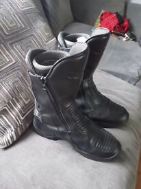 Size 11 Spada boots.