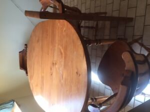 Dining table and 6 chairs/leaves