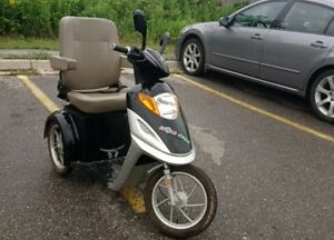 2014 Ecolo electiric scooter New Batterys Fast, Good condition