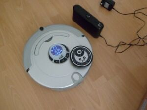 AUTOMATIC CLEANING ROBOT LIKE NEW