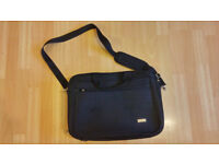 "Black Padded Tecknika 15"" Laptop Briefcase Style Bag - Detachable Strap - Excelletn Condition"