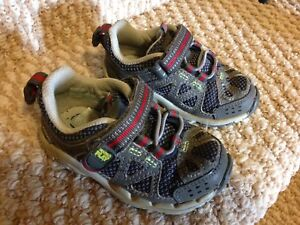 Size 5w Stride Rite toddler running shoes