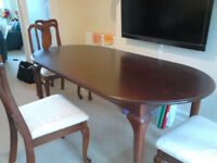 Dining Table with six Chairs (Two head chairs). Excellent Condition,
