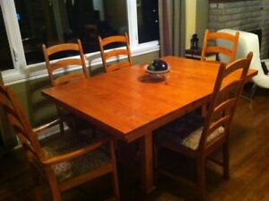 Solid oak dining room table with 6 chairs and buffet