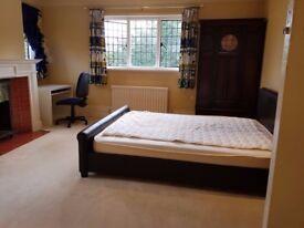 Large Cosy Double Room - In Gerrards Cross Village SL9 8DD (£600 including all bills)