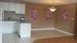 Beautiful S Windsor semi detach house4rent -N9G2X1 Available now