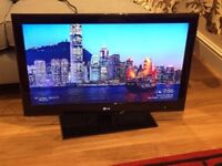 """32"""" LG full HD freeview built in"""