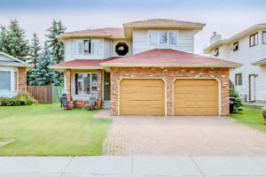 Welcome home to Sherwood Park- 2 storey with a great yard!