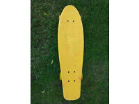 Penny nickel - 27 inch skateboard - marble effect (yellow/red)