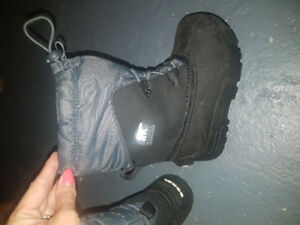 Sorel winter boots size 10 kids