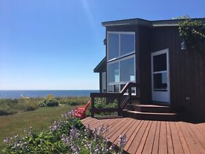 Oceanfront Cottage on Warm Sandy Beach in PEI to rent