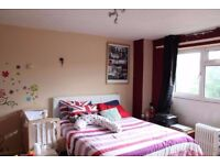 Stunning, master bedroom for rent, easy transportation - only 2 mins walk from Plaistow station