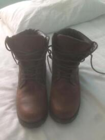 Men's brown boots size 8