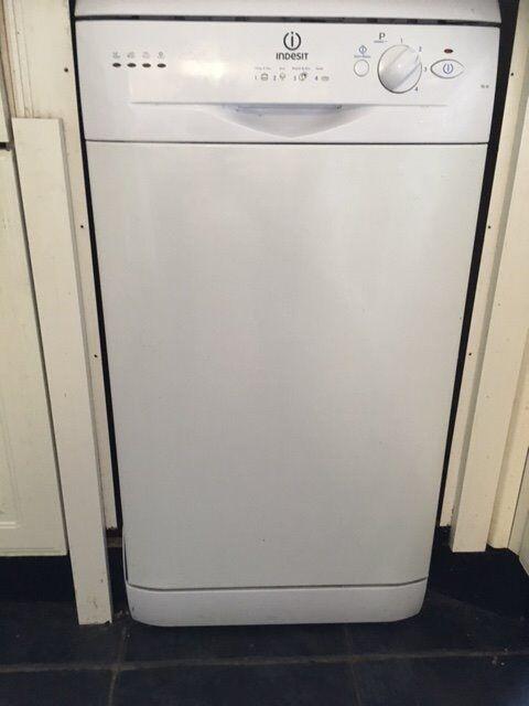 Slimline Indesit Dishwasher 33 Inch Tall 17 Wide Hardly Used