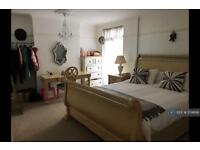 2 bedroom flat in Broadway West, Leigh On Sea, SS9 (2 bed)