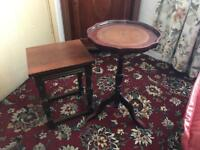 2 small coffee side tables