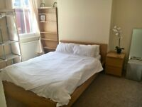 TWO DOUBLE ROOMS AVAILABLE IN FLATSHARE, ALL BILLS INCLUDED, EASY WALK TO TUBE STATION