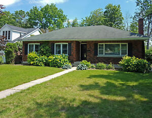Beautiful Newly Renovated 4 Bdm Home w/ 2 Kitchens - 10 Orchard