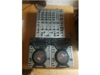 2 PIONEER CD/USB turntables and behringer mixer