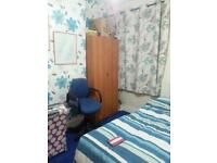 Beautiful double room with all facilities to share with Indian Family