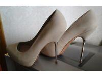 Nude, beaty heels