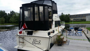 1981 3007 CARVER AFT CABIN IN EXCELLENT CONDITION