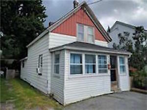 AFFORDABLE HOME IN NEIGHBOURHOOD CLOSE TO DOWNTOWN