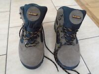 walking boots, HI-TEC uk size 9 colour brown and black never been used