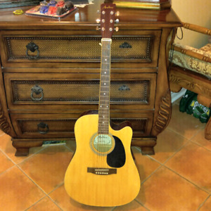 FULL SIZE GUITAR in excellent condition