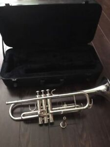 Silver Trumpet in Mint Condition Comes with case and mouthpiece