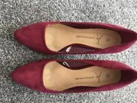 Grab a Bargain Ladies Heeled Shoes Size 5