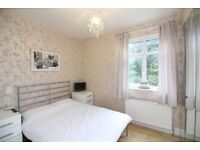 NICE DOUBLE ROOM IN CENTRE IDEAL FOR YOUN PROFESSIONALS OR STUDENTS