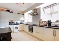 ***LARGE 3 DOUBLE BED, IDEAL FOR PROFESSIONALS AND STUDENTS available to rent-Stockwell Gardens***