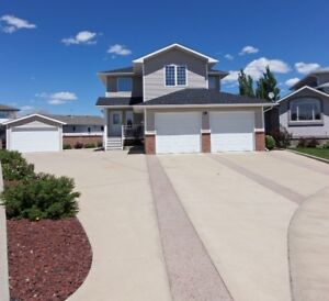 Beautifully maintained 1816 sq ft 4 bdrm,4 bath home w/2 garages