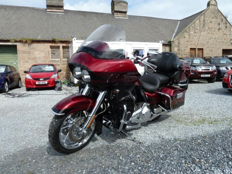 2011 (11) Harley Davidson FLTRUSE Road Glide Ultra Ltd CVO