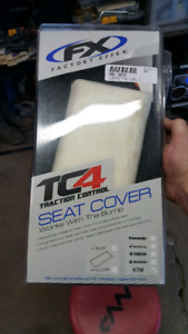 Ktm seat cover with bump
