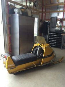 Skidoo olympique 1969 TRÈS PROPRE !!